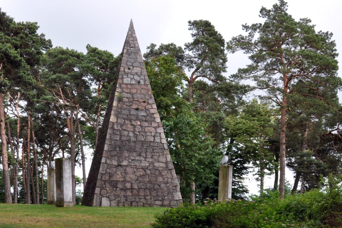 Piramida Lakinskiego w Wągrowcu