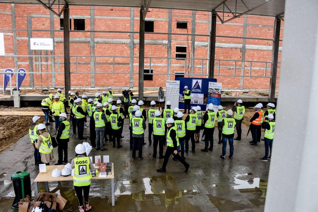 Przedstawiciele Kolei Wielkopolskich i firmy ALSTAL podczas uroczystego powitania
