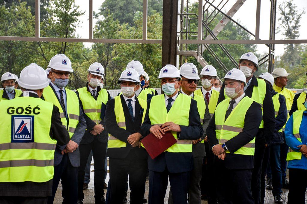 Przedstawiciele Kolei Wielkopolskich i firmy ALSTAL podczas uroczystości