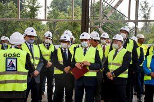 Przedstawiciele Firmy ALSTAL i Kolei Wielkopolskich podczas konferencji prasowej na terenie budowy w Wągrowcu