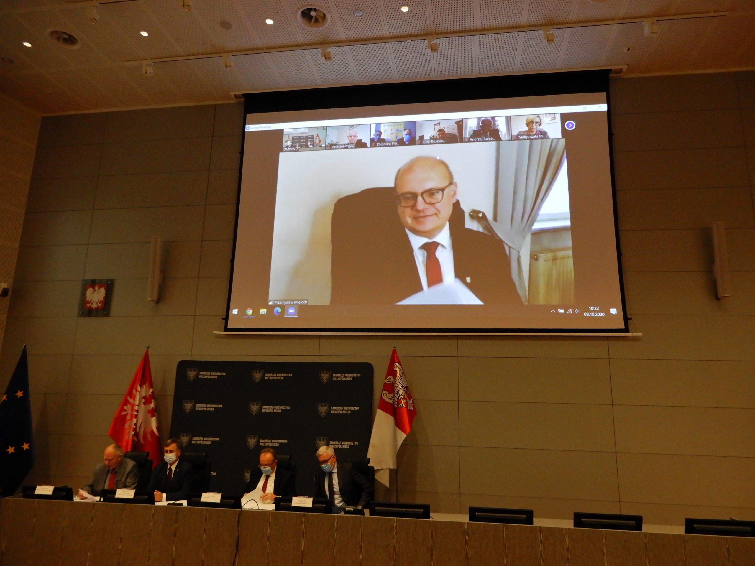 Zdjęcie przedstawiające spotkanie w celu podpisania porozumienia o uruchomieniu połączeń PKM do Kościana