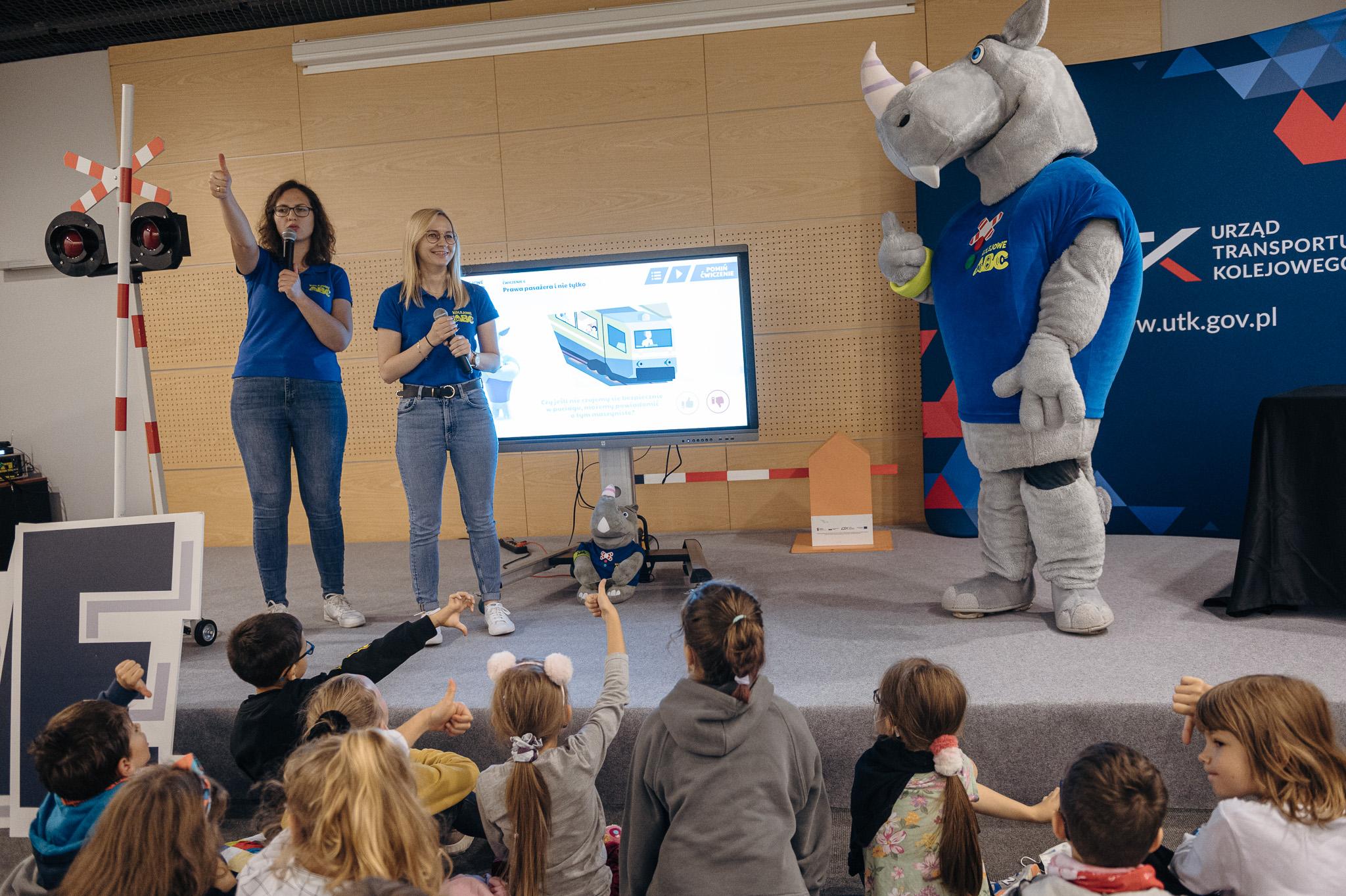 Spotkanie z dziećmi podczas inauguracji kampanii Kolejowe ABC