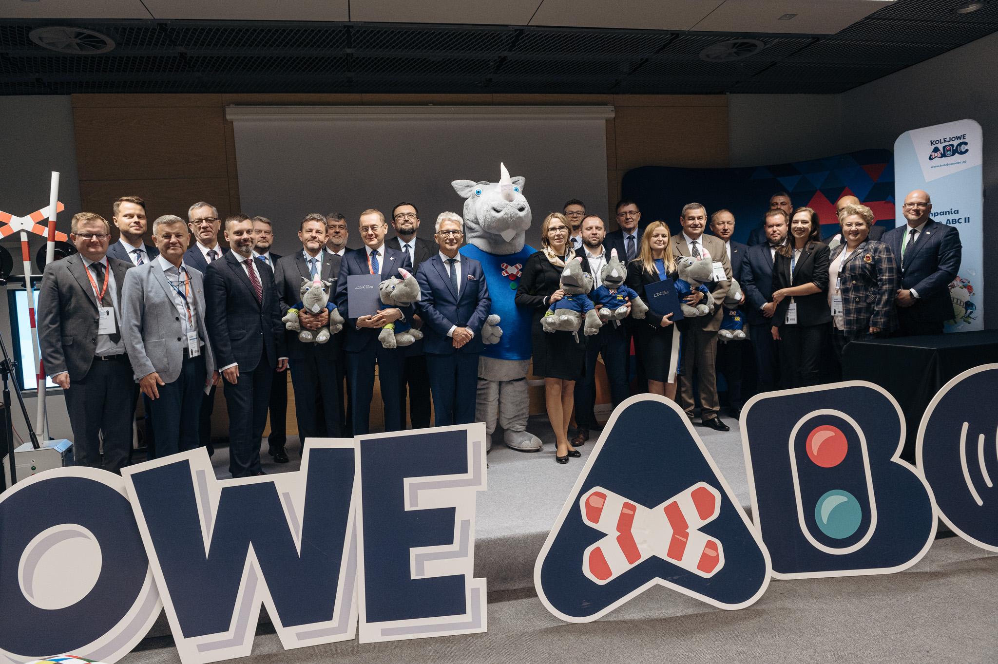 Przedstawiciele spółek kolejowych podczas inauguracji kampanii Kolejowe ABC