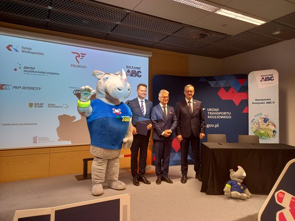 Zarząd Spółki KW i Prezes UTK podczas podpisywania porozumienia o współpracy